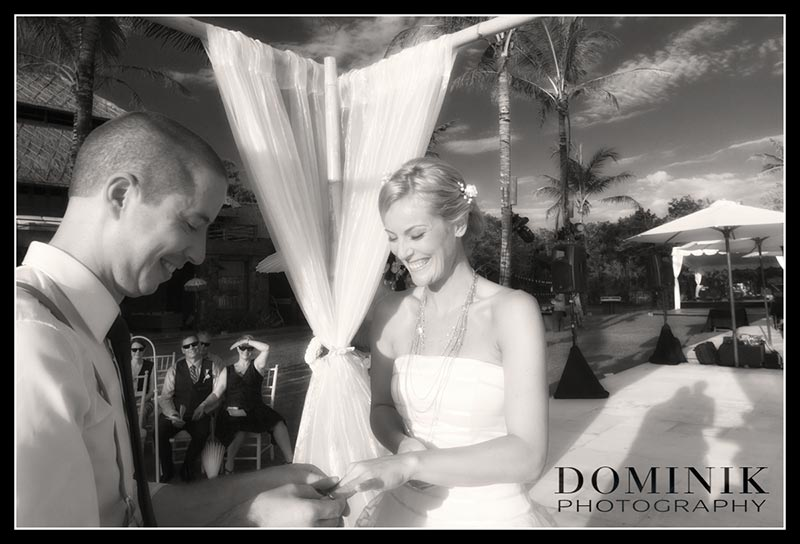 spontanious wedding photos in Bali