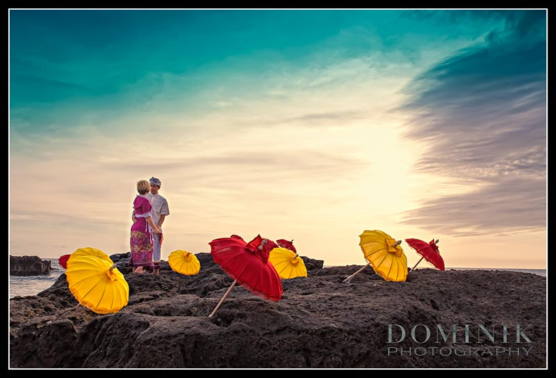 pre wedding with umbrellas