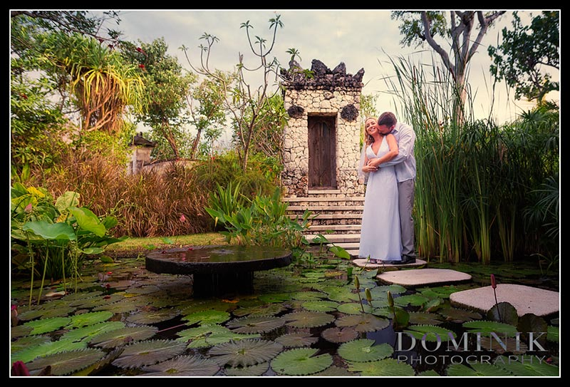 photos of villa weddings in Bali